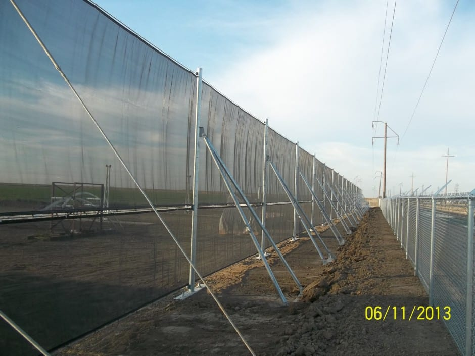 Temporary wind fencing - Temporary wind fencing around a solar facility