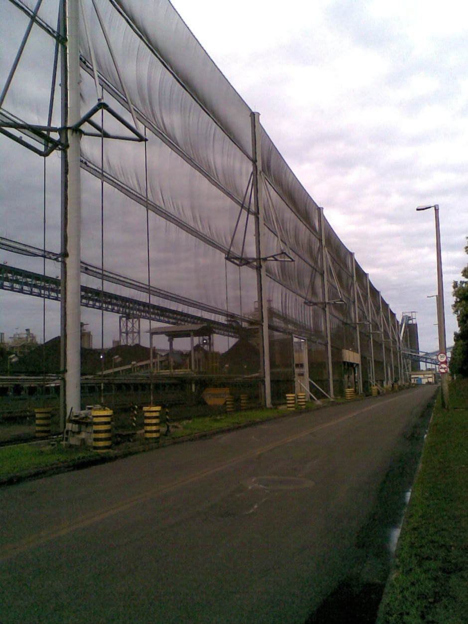 Wind fence - Wind fencing with shipmast style poles