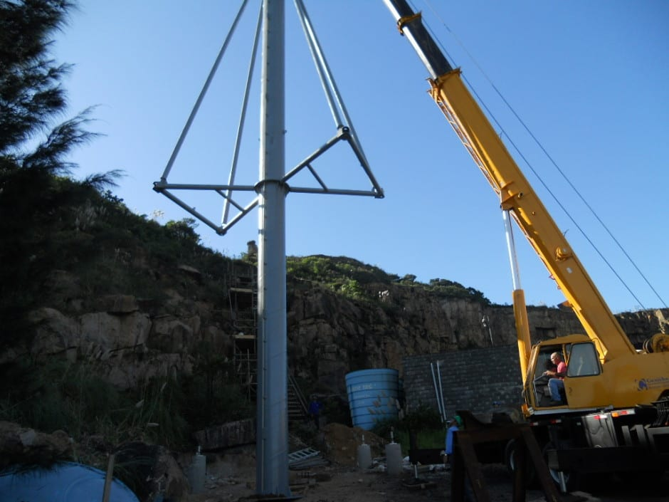 Pole erection - Erecting a shipmast style pole for dust control fencing