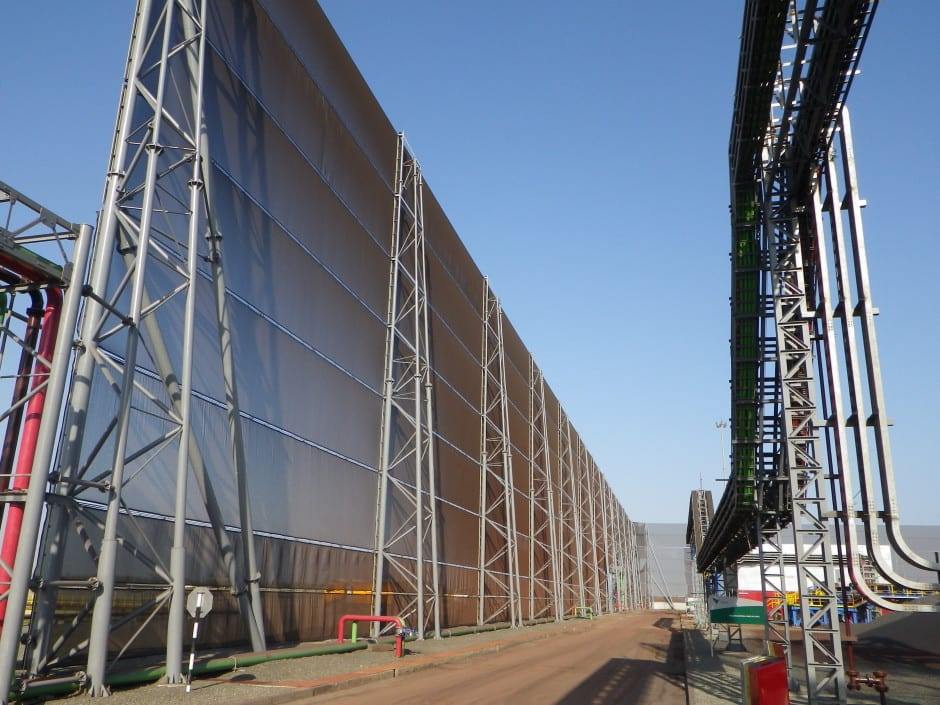 Wind fencing - Wind / dust control 30m (100ft) x 3,150m (10,300ft)